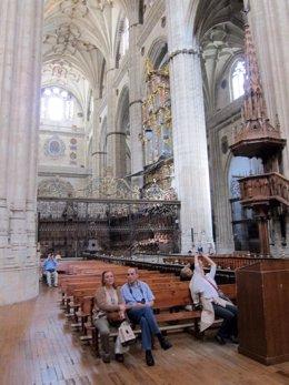 Interior De La Catedral Nueva De Salamanca.