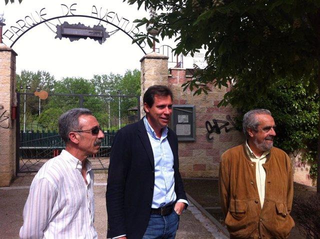El Presidente Del Grupo Socialista, Óscar Puente, Con Tomás Rodríguez Bolaños