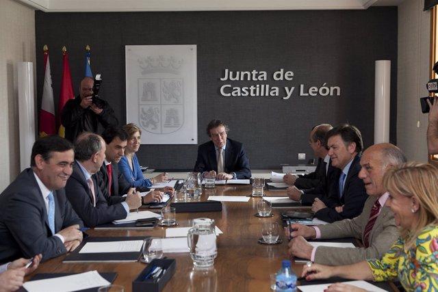 Reunión De De Santiago-Juárez Con Presidentes De Las Diputaciones