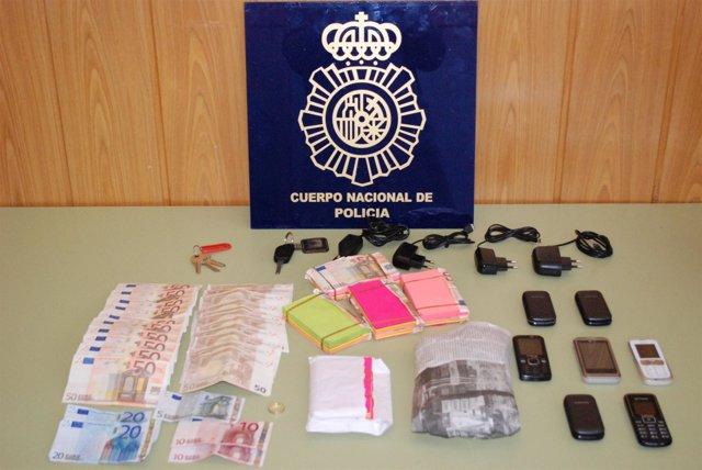 Objetos Intervenidos A Los Detenidos Por El Timo De La Estampita