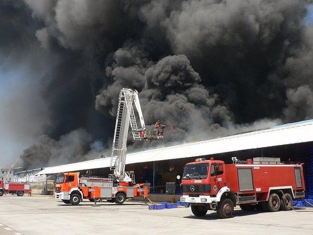 Durante El Incendio De La Empresa Valenciana Fontestad