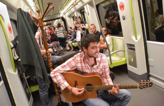 El Ciclo De Cantautores En El Metro De Valencia