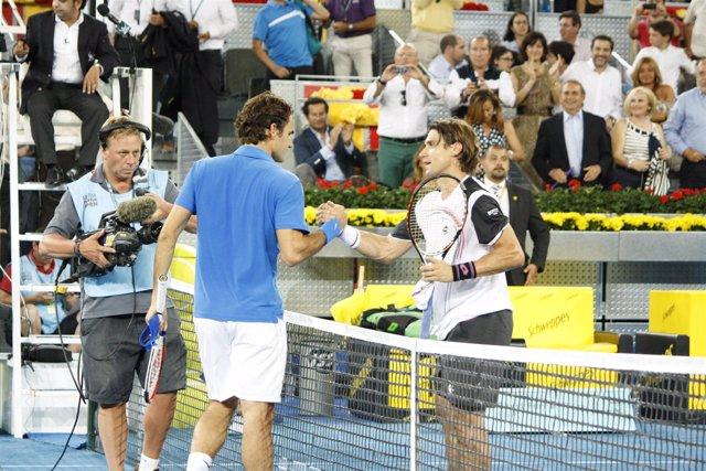 Federer Saluda A Ferrer Después De Ganarle