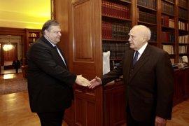 Papoulias se reúne con los principales líderes políticos en un último intento de consenso