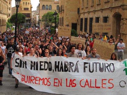15M.- Más de un millar de personas se manifiesta por las calles de Salamanca