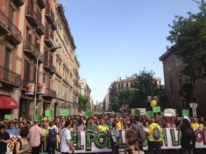 Unos 22.000 'indignados' se manifiestan pacíficamente por el centro de Barcelona, según la Generalitat