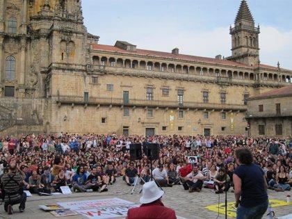 """Miles de personas se manifiestan en Santiago contra un sistema """"que es el problema"""""""