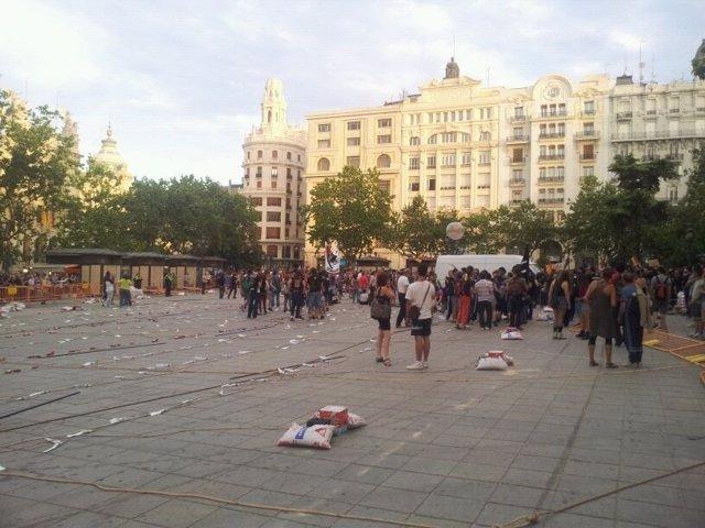 Manifestantes Invaden El Recinto De La Mascletà