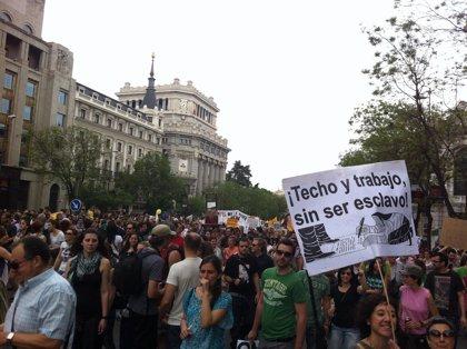 15M.- Miles de personas se congregan en Sol para mostrar que su indignación sigue viva un año después