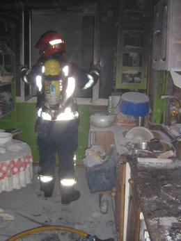 Un Bombero Del 112 En Una Cocina Calcinada Tras Un Fuego.