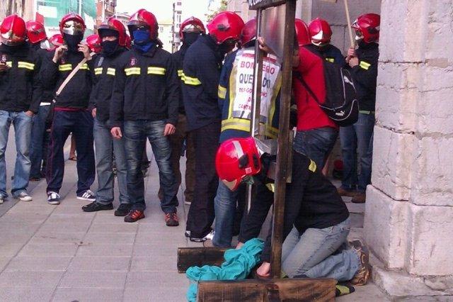 Protesta De Los Bomberos En El Parlamento