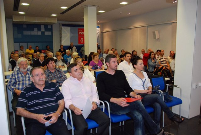 Iturbide, Vall, Herrero Y Ruiz En La Asamblea Del PSN De Pamplona