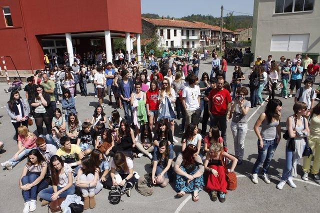 Alumnos y centros educativos. Imagen de Recurso