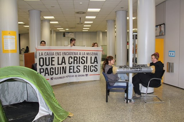 Protesta Del 15M En Una Oficina De La Caixa En Girona