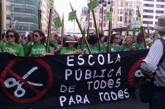 Inicio De La Marcha De Protesta De Docentes En Valencia