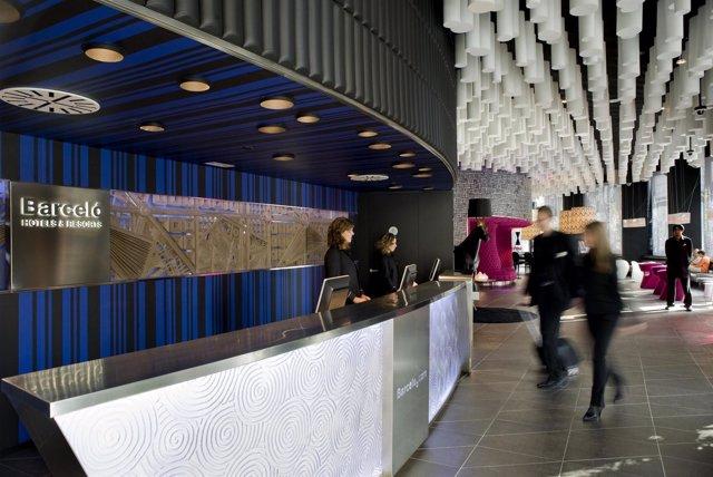 Recepción Del Hotel Barceló Raval