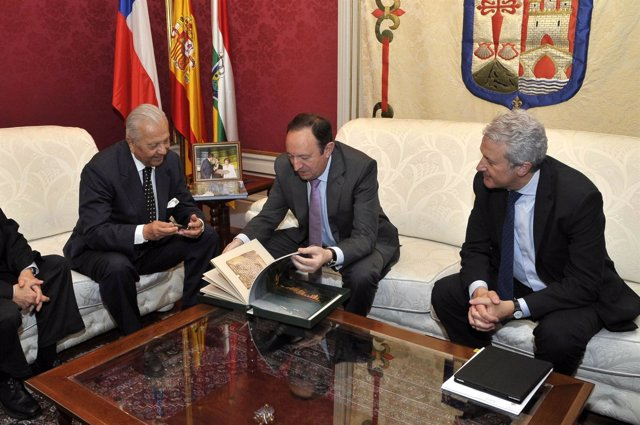 Sanz Con El Embajador De Chile En España
