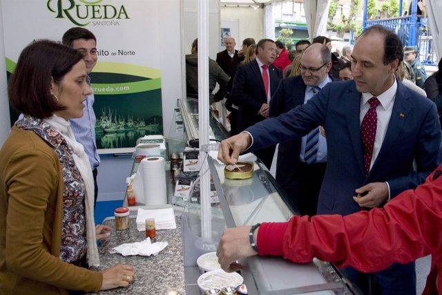 El Presidente De Cantabria En La Feria De La Anchoa De Santoña