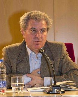 César Antonio Molina
