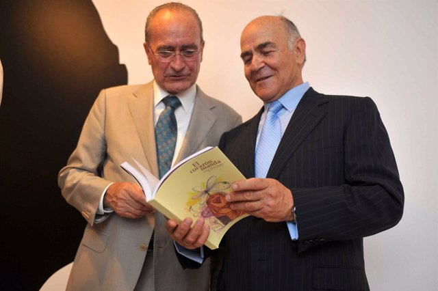 Francisco de la Torre, con un libro homenaje a Pérez Estrada