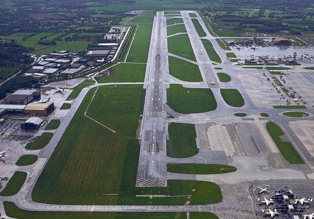 Única Pista Del Aeropuerto De Gatwick