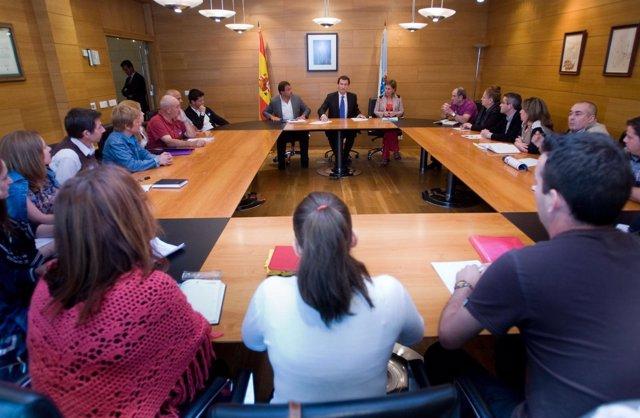Presidente  Xunta Y Conselleiro De Economía Se Reúnen Con Afectados Preferentes