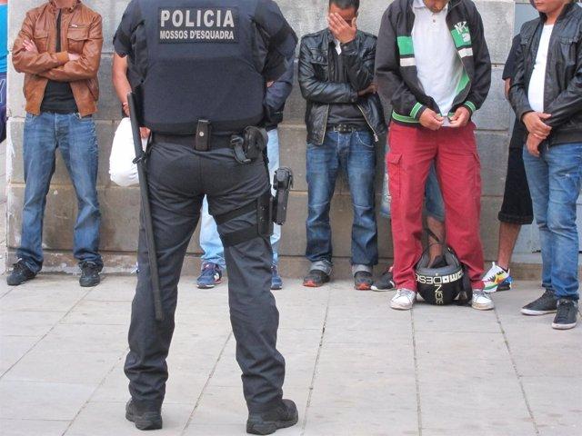 Redada En El Barrio De La Ribera De Barcelona