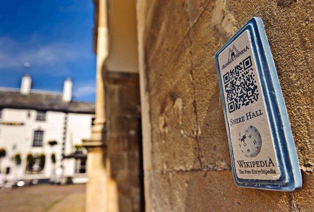Imagen De Un Código QR De Wikipedia En La Ciudad De Monmouth