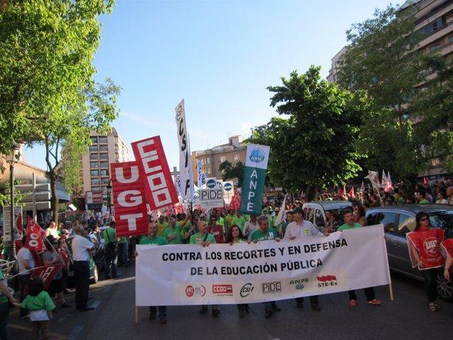 Manifestación En Cáceres Por La Enseñanza Pública