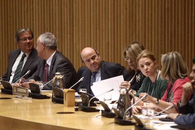 Ministro De Economía, Luis De Guindos, En El Congreso