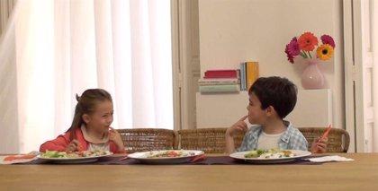 Comer en familia 3 veces a la semana previene en un 32% los trastornos alimenticio y en un 15% la obesidad en los niños