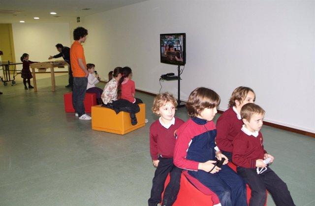 Niños Jugando En Una Ludoteca.