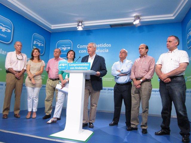 El Presidente Del PP-A, Javier Arenas, Junto A Miembros Del Sindicato Médico