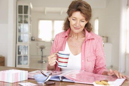 La mujer pierde cerca del 30% de masa ósea a los tres años de menopausia