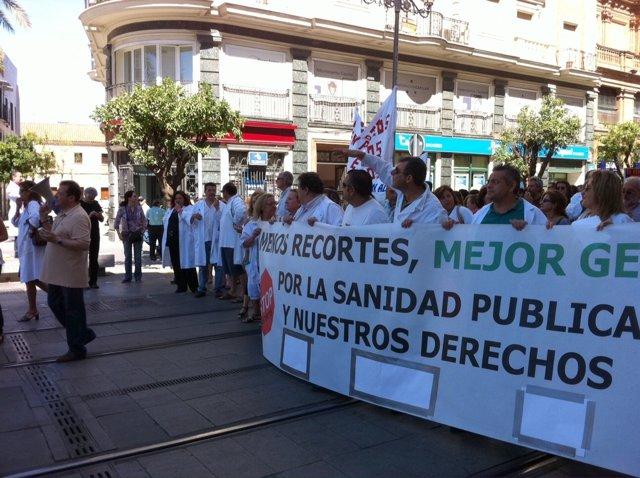 Profesionales Sanitarios Durante La Marcha De Protesta Hasta San Telmo