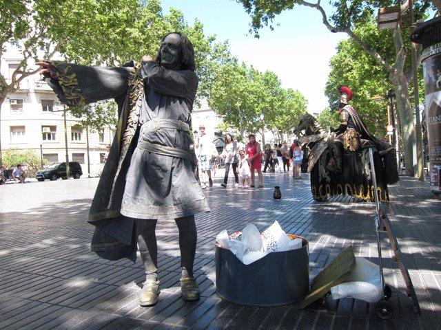 Estatuas Humanas De La Rambla, Con Cristóbal Colón Y Un Caballero Romano