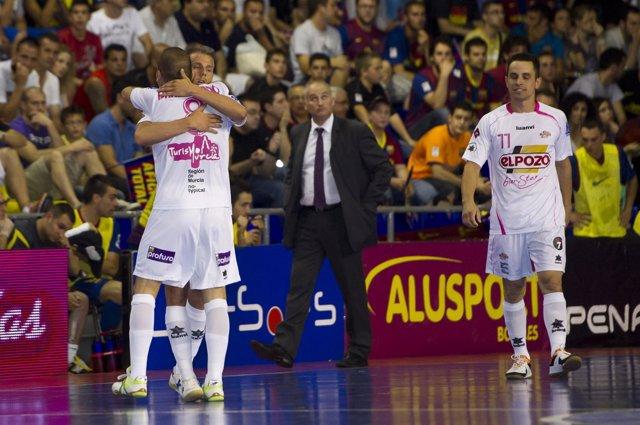 Elpozo Celebra La Victoria En El Palau Blaugrana En La Final De Fútbol Sala