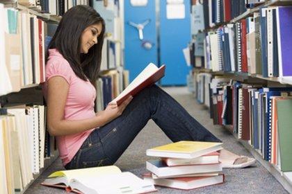 Más españolas que europeas tienen estudios universitarios