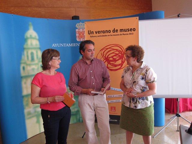 Concejal Gómez Con Las Directoras De