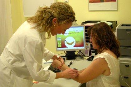 El sudor puede empeorar los síntomas de la dermatitis atópica, que sufren más de 840.000 andaluces, según experta