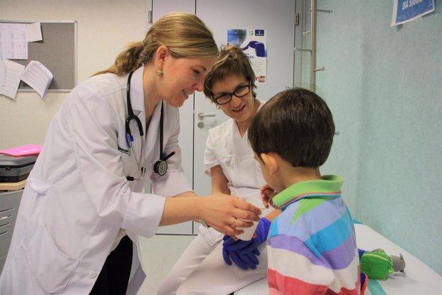 Niño En Consulta Médica, Doctor, Médico