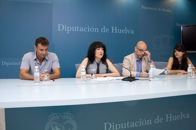 La Diputada De Cultura, Elena Tobar, En Rueda De Prensa.