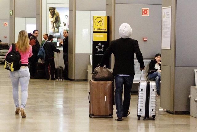 Turistas En Barajas