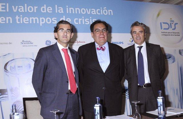 Los Responsables De IDIS Posan Con Juan Carlos López