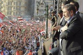Mursi toma posesión como presidente de Egipto