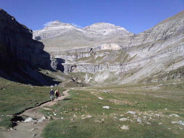 Valle De Ordesa Y Monte Perdido