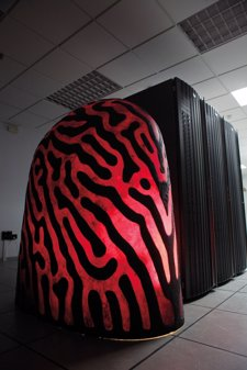 Carcasa de 'Iamus' y armarios de computación que lo potencian
