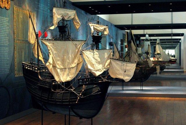Una De Las Maquetas De Barcos Históricos Que Se Exponen En El Pabellón Navegació
