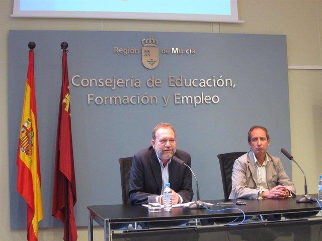 Constantino Sotoca (izq) y Ginés Martinez detallan los datos del estudio