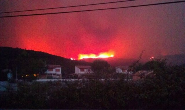 Incendio En Cortes De Pallás Durante La Noche
